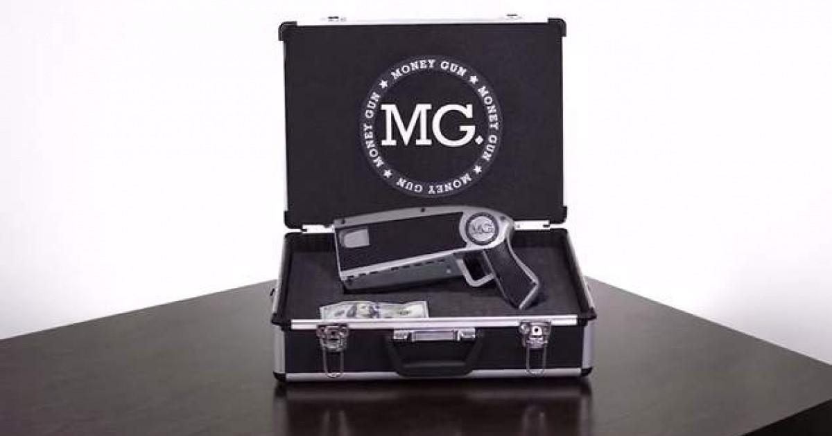 やべぇwこれで女の子にモテる事間違いないwwwおバカなおもしろガジェット「The Money Gun」
