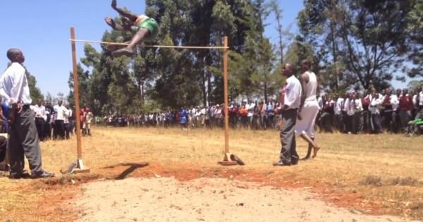"""超人ならぬ鳥人!?ケニアの高校生が""""金メダル級の跳躍力""""を魅せる!"""