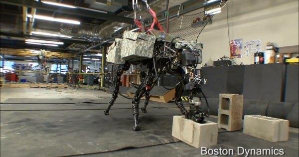 米軍出資の4足歩行ロボット「BIG DOG」が少しずつ進化してきた結果