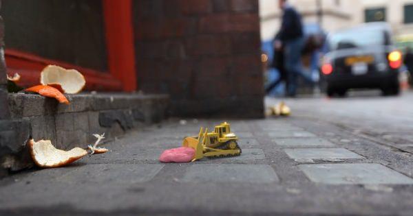 ロンドンの道端に捨てられたごみを掃除する清掃集団を描いたショートアニメ「TINY WORLDS」の世界観がかわいすぎる!!