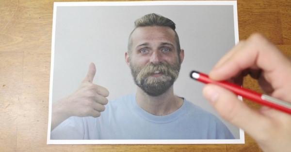 やられた方は困るけど・・自由自在に髭を生やす魔法のペンで遊んじゃおう!!