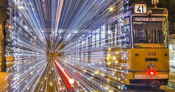 【世界一綺麗な路面電車】まさに未来都市の乗り物のような路面電車 写真10選