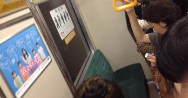 【議論】感動。都会じゃ専用席に座る人いっぱいいるのに北海道札幌は、電車が満員なのに誰も座っていない。そうか。これが普通なんだよね。