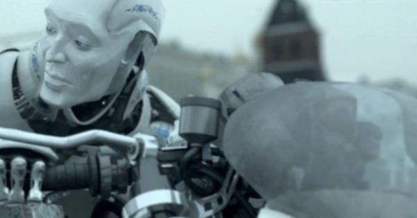 まさにアイ,ロボットのような世界観が織りなすショートSFムービー'The Gift' あの箱はどうなってしまうのか?