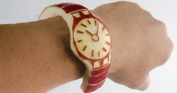 りんごで作った「Apple Watch」時間もわからない上にめっちゃベトベトする時計に
