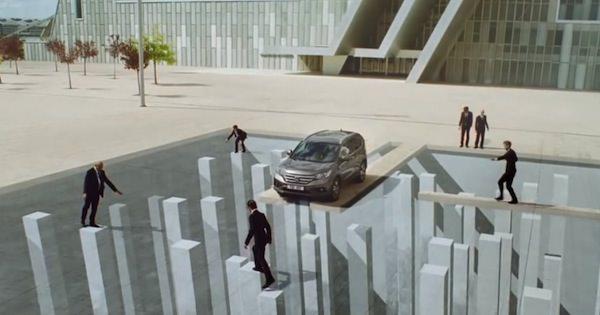 3Dペイントと錯視を利用したトリックがスゴい!「Honda」CR-Vのプロモーション動画