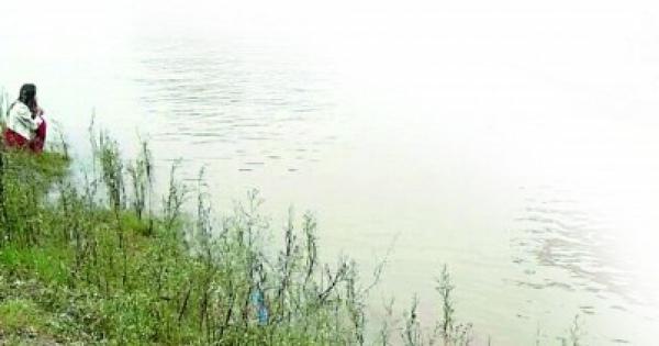 元彼女と現彼女が川に飛び込み 彼氏は元彼女を救い現彼女は溺死