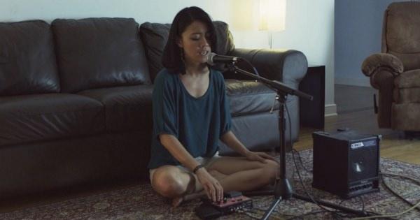 たった一人の音楽。徐々に音を重ねていく音に身を任せて揺れてみるのも良い