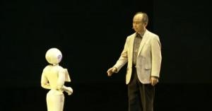 ソフトバンク、感情認識ロボット 「Pepper(ペッパー)」 来年2月発売。価格は19万8000円。「人々の喜びを大きく、悲しみを少なくしたい」孫さんの夢が現実へ
