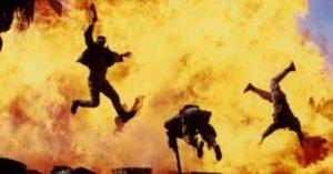 ガス自殺を途中であきらめたカップル タバコに火をつけ爆発する