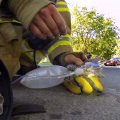 火事現場のヒーロー。心優しき消防士、意識を失った子猫を懸命に救助をして小さな命を助ける瞬間に世界が感動