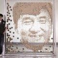 """ファンも納得の素晴らしい出来映え! ジャッキー・チェンの還暦祝いに制作された """"箸"""" でできた肖像画"""