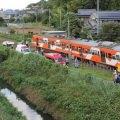 千葉県流山市の流鉄流山線(流山電鉄)の列車が脱線。乗用車が踏切内に侵入してきて接触した模様