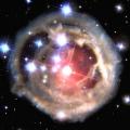 宇宙望遠鏡が4年間におよぶ低速度撮影でとらえた煌やかな星の爆発