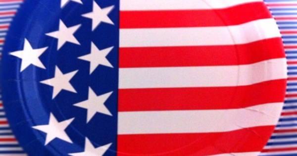 何故なの・・・? 米選挙の不思議な驚き~!  トランプ、オバマとヒラリーは3つの異なるアメリカの旗を使用している!