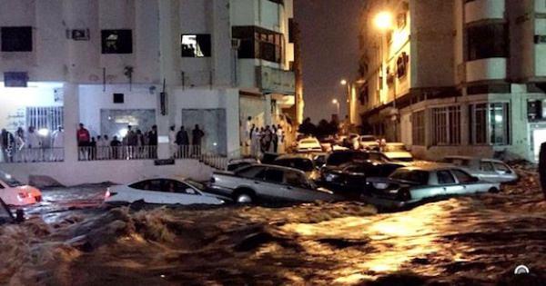 サウジアラビアに黙示録が突然具現化の怪と恐怖と予測・・・サウジアラビアが雹とその後の大洪水に包まれた