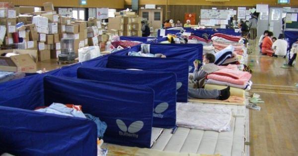 被災地関係者の方々へ・・・参考になればと、シェアしてください。  東日本大震災、体育館避難所で起きたこと 佐藤一男 / 防災士