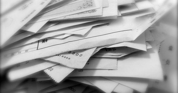ペーパーレスより紙で資料を見たほうが業務のパフォーマンスが高い!