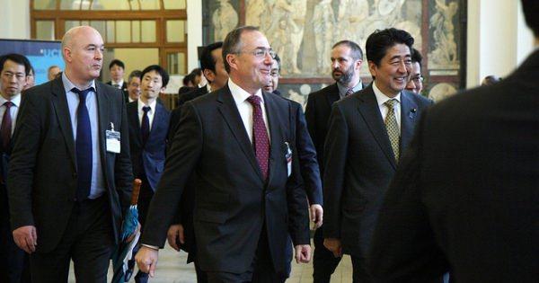 <ついに黒船になるのか・・・?> ナショナリズム団体「日本会議」の危険性:エコノミスト紙や仏誌が相次いで指摘