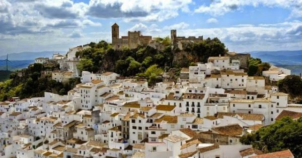 <実在したユートピア!> 失業率ゼロ、警察官もゼロ、給料が1,200ユーロ(最低賃金の2倍)のスペインの町・・・実在する民主主義のユートピアと呼ばれる村