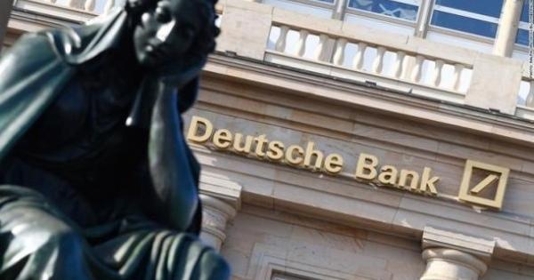 <・・・マスコミが報道しないだけで世界の金融は大きく揺れている> イタリアは、事実上、すでに破産している。 ドイツ銀行が破綻すれば、メガトン級の衝撃波が大陸を覆い尽くす。 日本は・・・デフォルトする