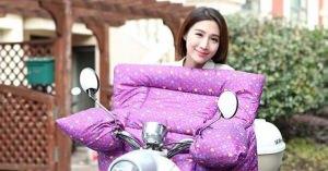バイクの防寒グッズの見た目も面白いが、とりあえずモデルの笑顔に草生えるわ