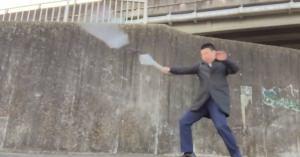 すごいぞ!サラリーマン忍者!!たった2つの傘で見事に武道演舞をする
