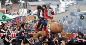 平和でいいなぁ~  初嫁さん9人、「男根」に乗って子宝祈願 新潟で奇祭 朝日デジタル 伊丹和弘 2016年3月13日20時05分