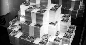 7億円で買える「夢の高額商品」カタログで、7億円で何を買う?