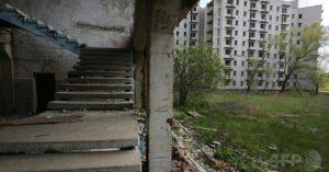 ウクライナ内戦避難民が住むチェルノブイリ原発事故の影響で建設中断の廃墟の町
