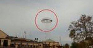 UFO?一体なに?奇妙な黒いリング状の物体が出現したアルゼンチン!