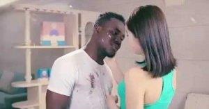 黒人からアジア人に変身する洗剤CM、中国メーカーが謝罪