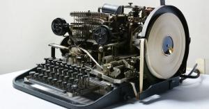 ヒトラーが通信に使用した暗号機が物置小屋で見つかり、イーベイに出品!