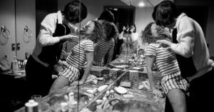 ドナ・フェラットとナン・ゴールディン、「DVは地獄絵図」決して表面化しない家庭内暴力のリアルを撮り続けた女性写真家」と「プライヴェート・ライフ」