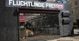「難民を食べます」・ドイツ・ベルリンの「芸術家協会」が、ドイツ滞在難民帰還問題の抗議で、動物園のトラ4匹をミニアリーナに放つ。「このトラに食べられても良いという難民ボランティア募集」というアイロニカルアクション・・・