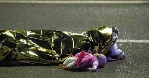 <・・・ニースではマネキンが死んだようだ> ニース暴走トラック事件: 不可解な遺体写真の数々