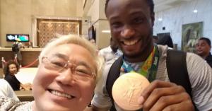 [援助] ナイジェリア代表が銅メダル! 高須院長、約束を守る