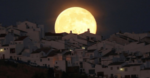 今宵の月はスーパームーン。68年ぶりに最も接近する大きな満月