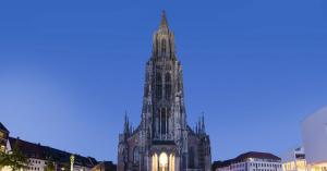 立ち小便の腐食で悩むドイツのウルム大聖堂とは、こんなにすばらしい建物だった。