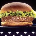 どう食べるのかも疑問な巨大ハンバーガーの数々
