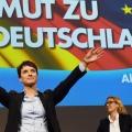 「ドイツのトランプ」女性党首に聞く 新興政党なぜ躍進・・・極右党首フラウエ・ペトリ「右派政党「ドイツのための選択肢」のフラウケ・ペトリー代表は、ドイツ警察は必要とあらば違法入国を試みる移民に発砲するべきだ、と述べた。」