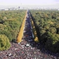 <・・・この違いは何だろう?> ドイツベルリンで大規模なTTIP(TPPの大西洋版)反対デモ。警察発表で15万人主催者発表で25万人!! <政治への参加度合いの違いだろう>