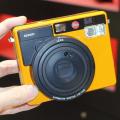 高級カメラメーカー「ライカ」がチェキのようなインスタントカメラ「SOFORT」を発売!