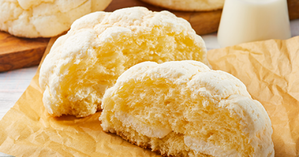 絶対美味しい!濃厚ホイップ入りのローソン「白いメロンパン!」食べてみた?