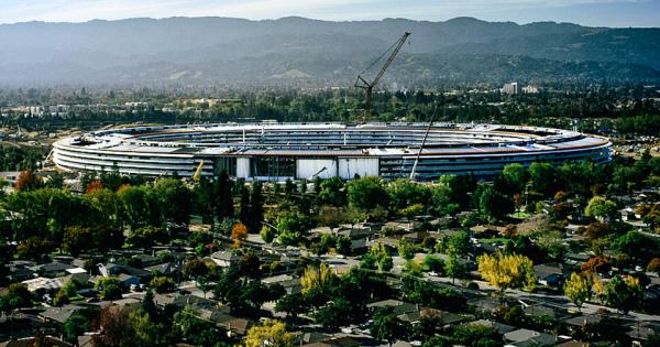 アップルの宇宙船型新社屋「Apple Park」 まるでSF映画みたい!