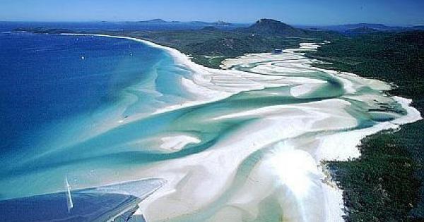 真っ白な砂が描く模様が美しすぎる!オーストラリアの「ホワイトヘブンビーチ」