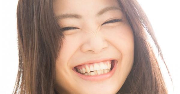 笑顔コンプレックスに…ガミースマイルに悩む女子の治療に頼らない向き合い方