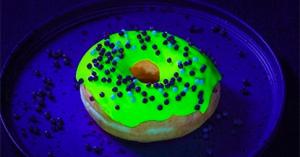 「グローナツ」え!光ってる!食欲なくしそうなドーナツ