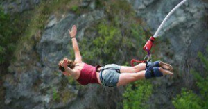 「ジャンプしないで」を「さあ、飛んで」と誤解?2015年8月、オランダ人の17歳がバンジージャンプで死亡した