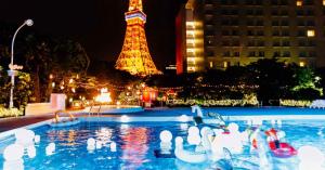 ☆熱い夜はナイトプールで盛り上がろう!